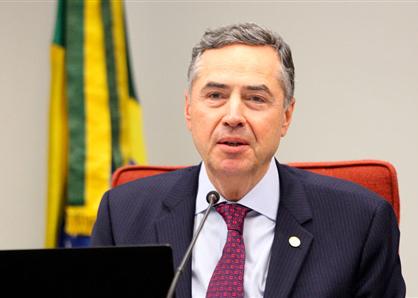 Barroso suspende julgamento que decidirá se há omissão do Congresso em regulamentar licença-paternidade